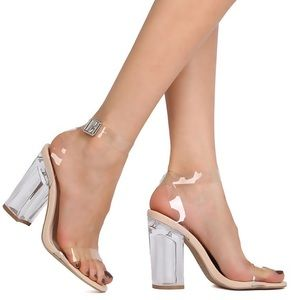 Lucite ( clear 💦 heels